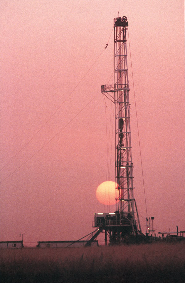 Oil rig at Heglig exploration area in Sudan